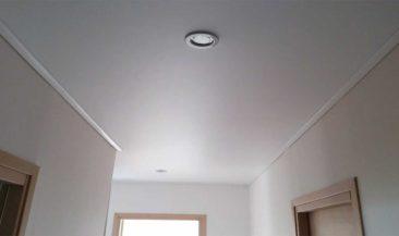 Натяжной потолок клипсо коридор