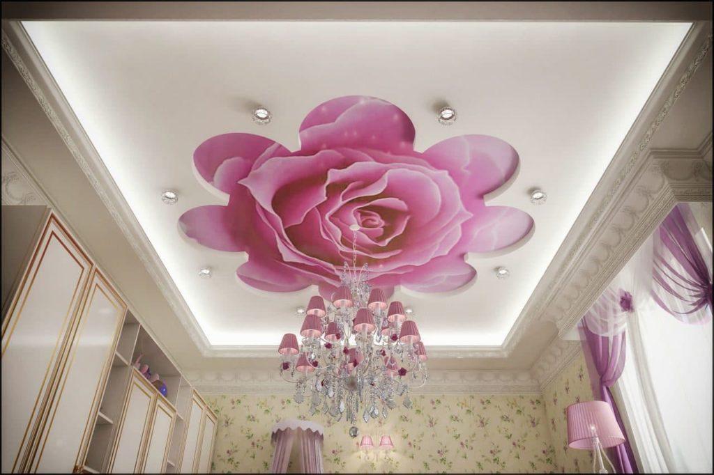 Фотопечать на натяжном потолке роза