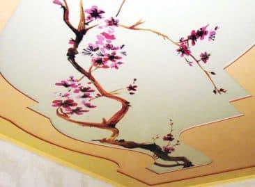 натяжной потолок с рисунком сакуры