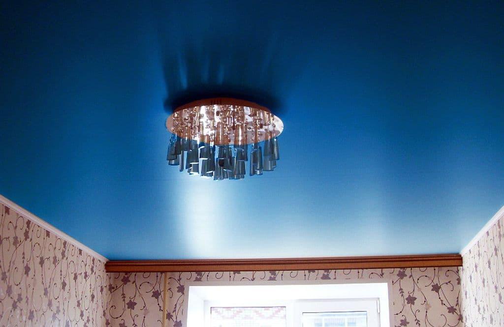 Матовый натяжной потолок синий
