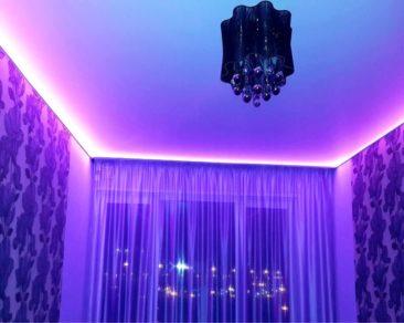 парящий потолок натяжной в спальне