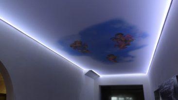 парящий потолок с рисунком