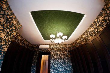 тканевый натяжной потолок цветной