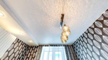 тканевый натяжной потолок спальня