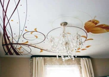 натяжной потолок с рисунком листья