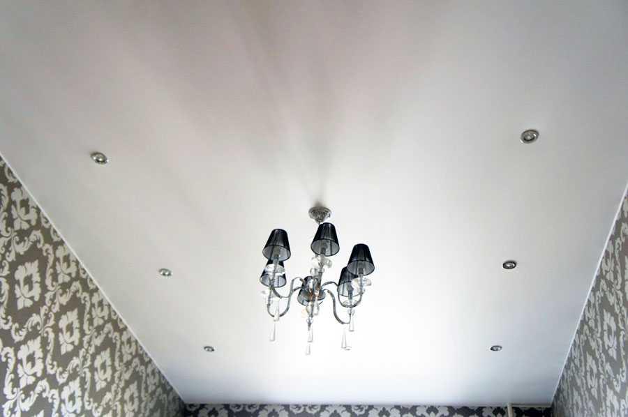 Сатиновый натяжной потолок 4