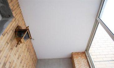 балкон натяжной потолок