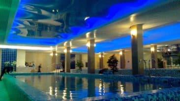В бассейн
