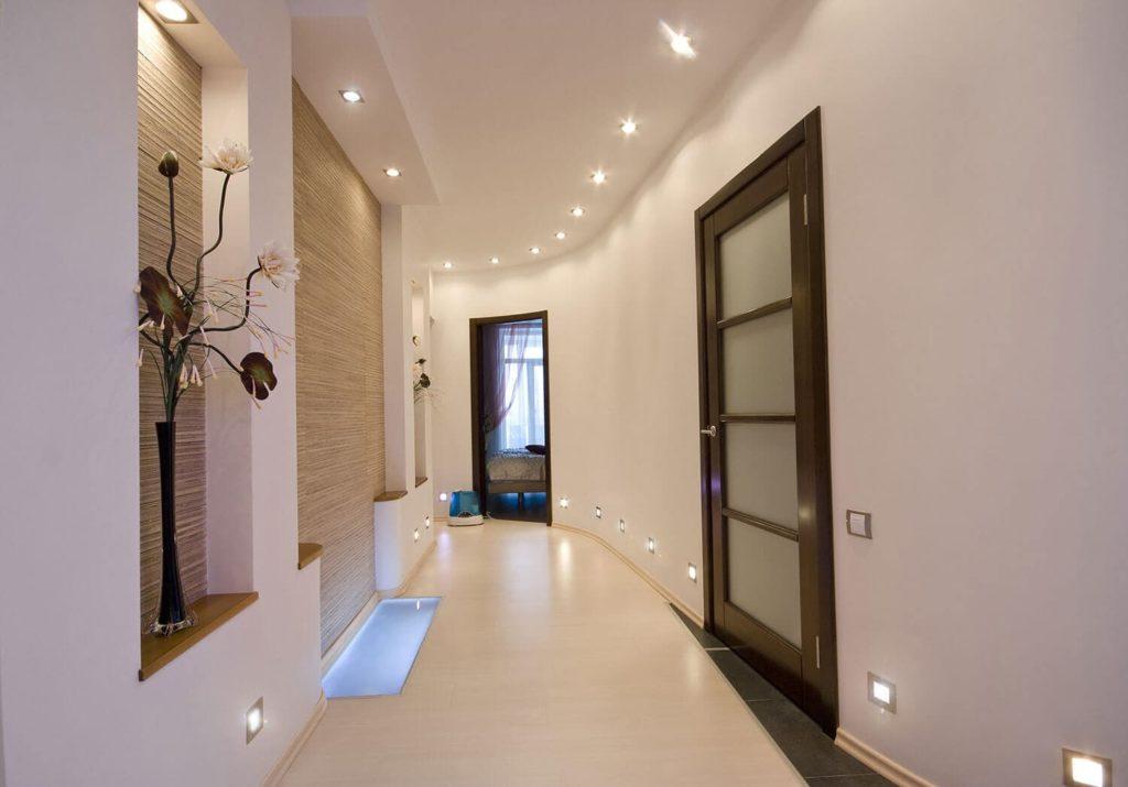 натяжные потолки в коридоре матовые