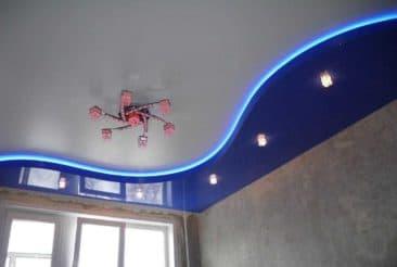 двухуровневые натяжные потолки синий