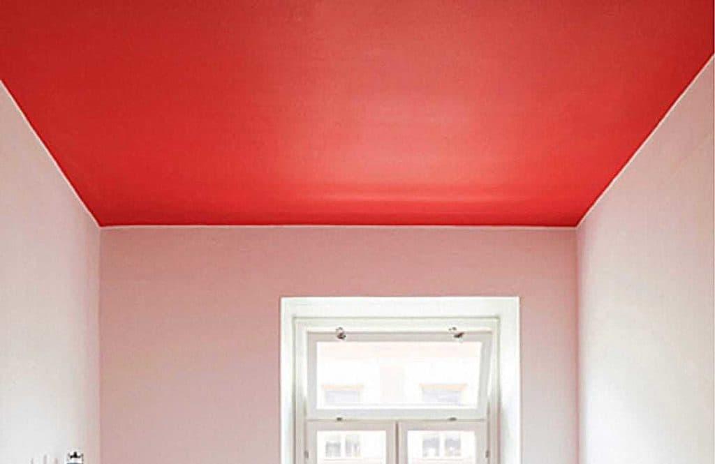 красный натяжной потолок фото