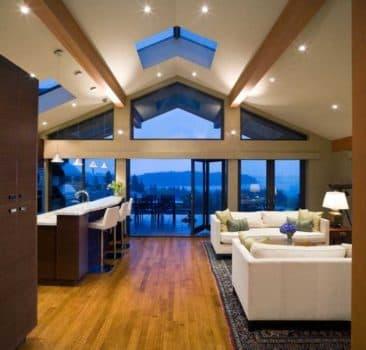 Установка потолков в дом